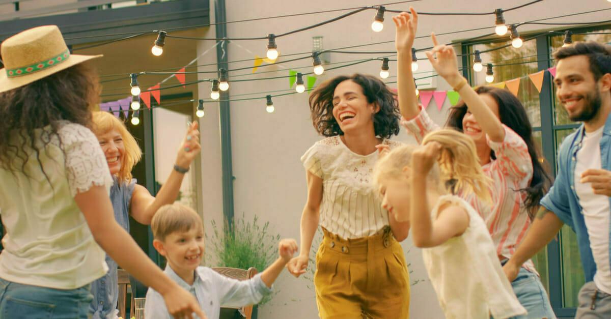 Descubre como organizar fiestas familiares de forma moderna