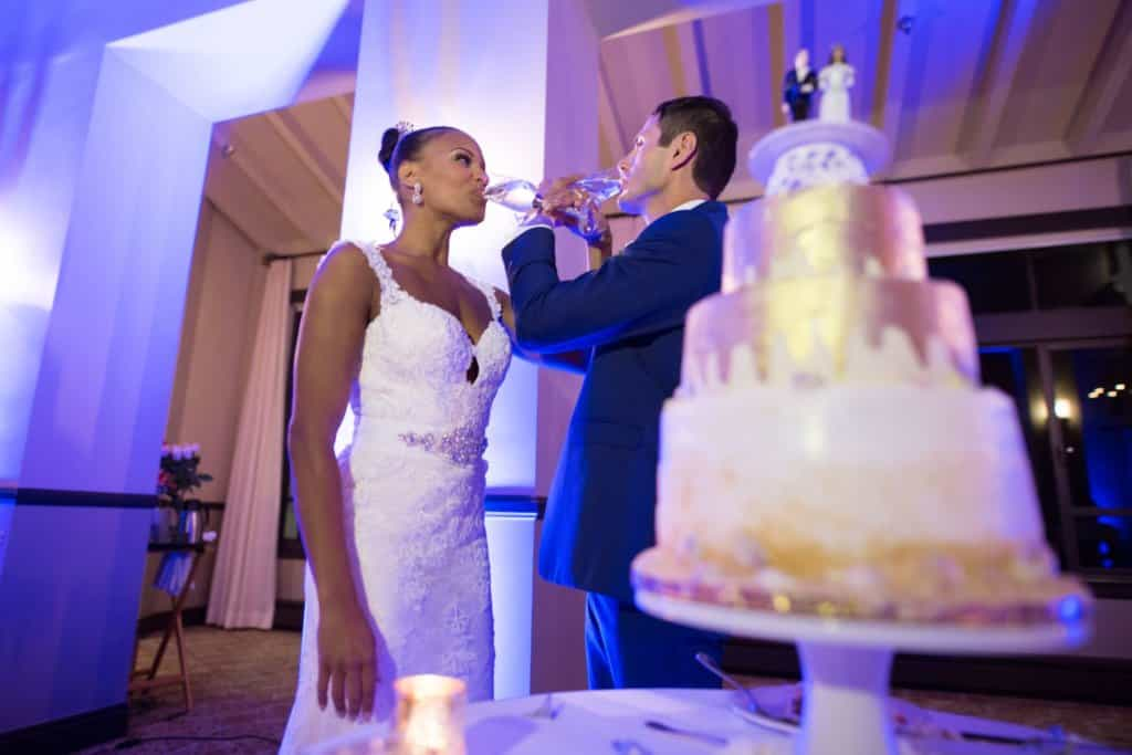 5 ideas for an unforgettable champagne toast at your wedding Cover CWVT15002 LD5021 1