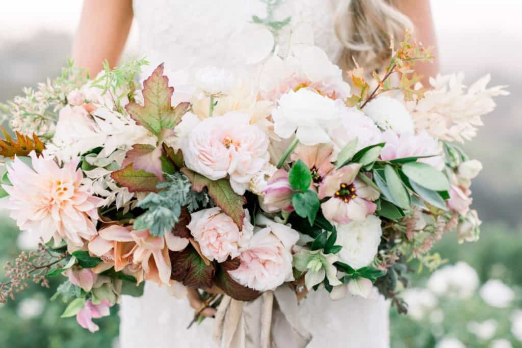 how to choose wedding flowers for the right season Cover CWVT15002