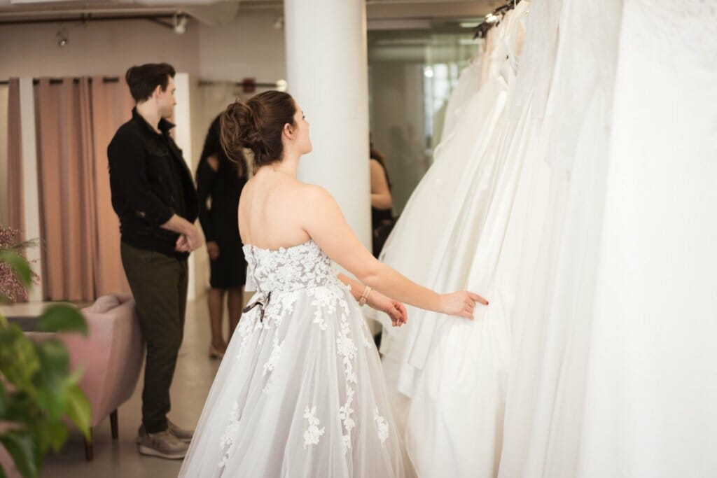 10 things no one tells you about wedding dress shopping Cover